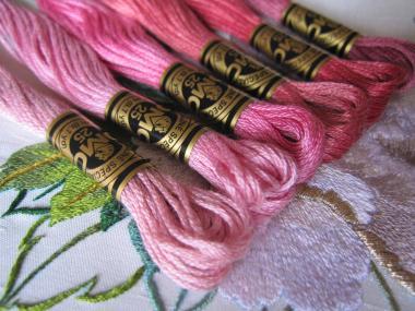 ピンクの牡丹のための刺繍糸