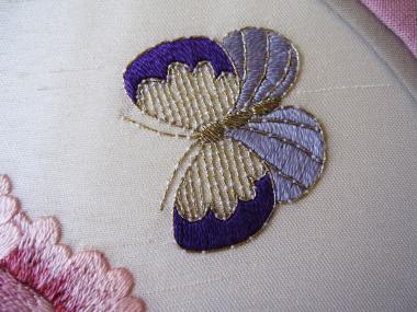 ピンクの牡丹 蝶々