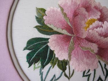 ピンクの牡丹 葉々
