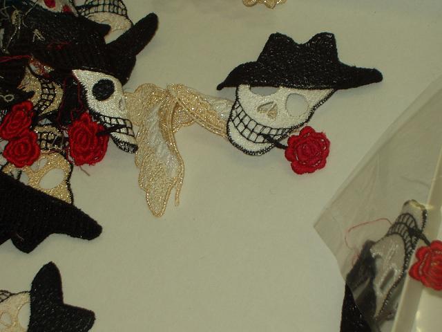 ドクロとバラ刺繍