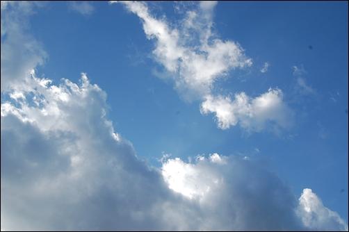 雲が多いけれど