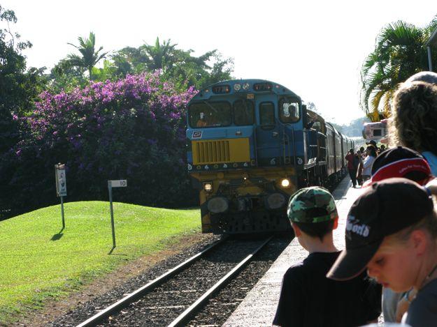 2806列車来3