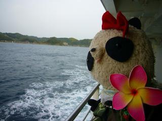 東京湾の海上にて