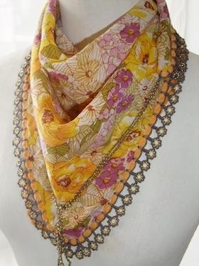 スカーフ黄色