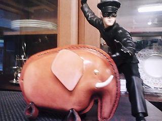 革製象の貯金箱