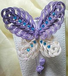 紫の蝶の髪飾り