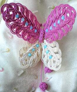 ピンクの蝶の髪飾り