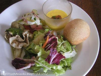 AGカフェ◇ランチ前菜3種・サラダ・パンの盛り合わせ