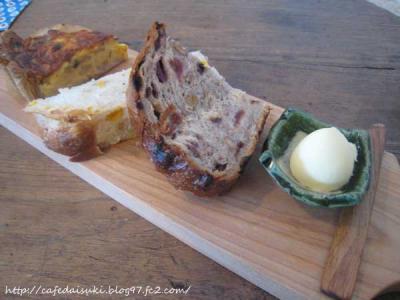 YATSUDOKIYA CAFE◇キッシュプレート(キッシュとパン)