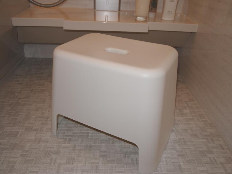 最近のお風呂椅子は、何故か背もたれが付いていて