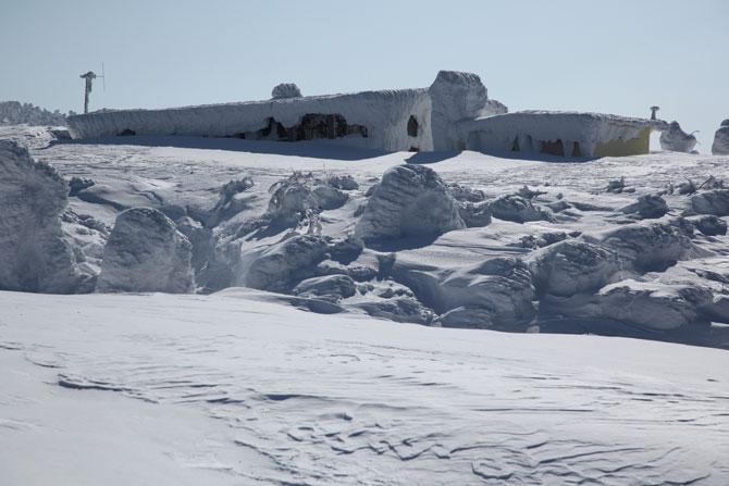 凍てつく小屋