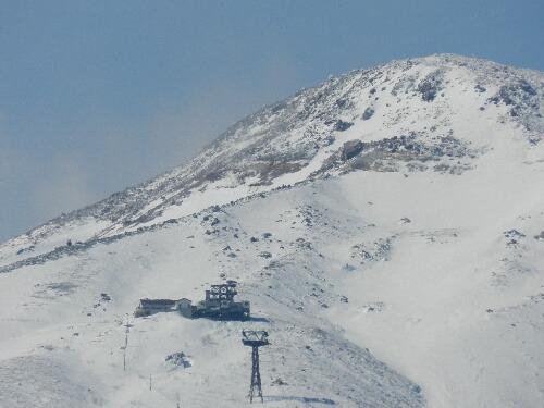 茶臼岳とロープウェイ山頂駅