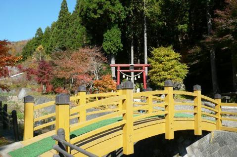 石割神社入り口