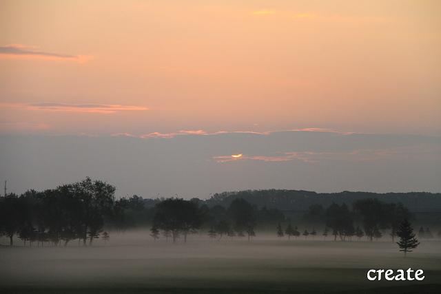 DPP0 668 115雲と雲の間の朝陽0001