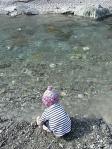 きれいな川で水遊び