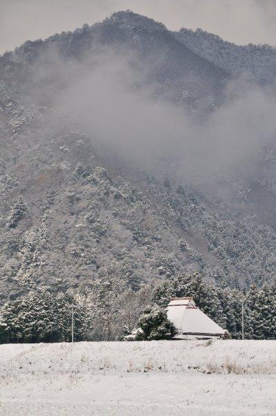 厳冬期の山村