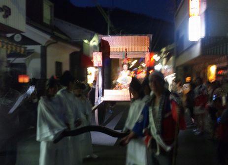 小田燈篭まつりの登貴姫の山車