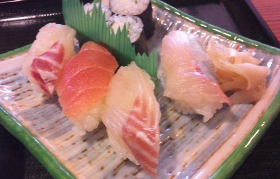 庄八ちゃんぽんセットのお寿司