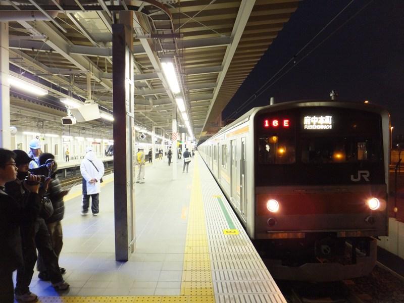 到着した上り一番列車