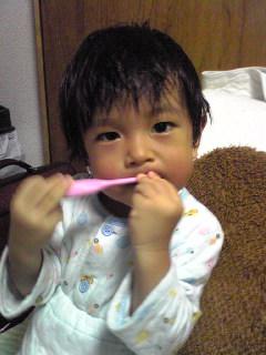 ピンクの歯ブラシ