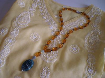 アンバー刺繍