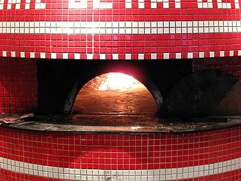 イタリアナポリより最高の職人が2ヶ月間かけて造った薪窯