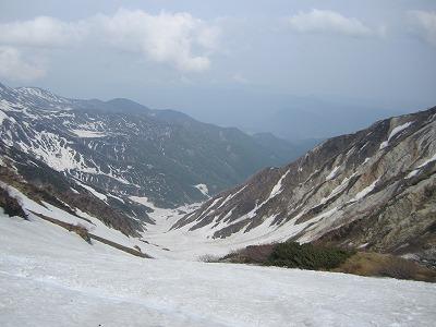 どこまでも続く白馬大雪渓。