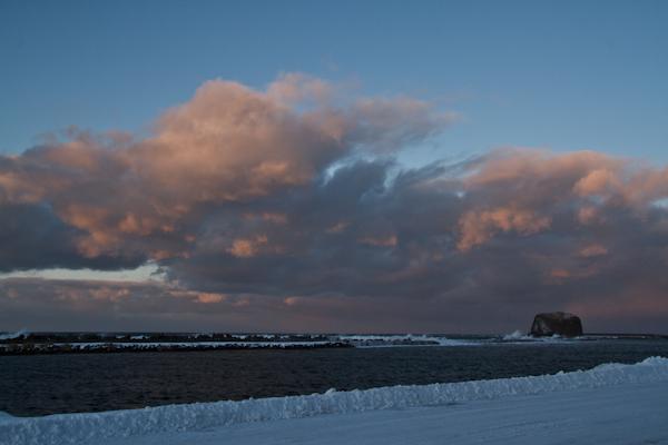 荒れる海と雲