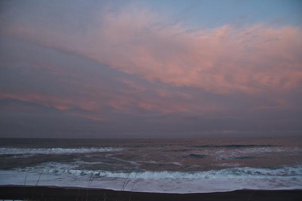 海上の赤い雲