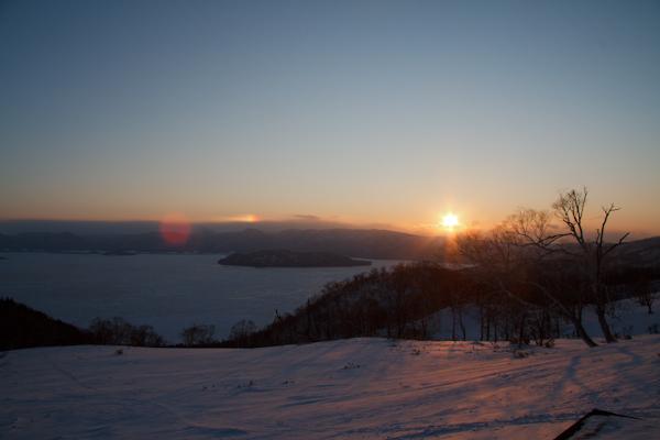 屈斜路湖全面凍結