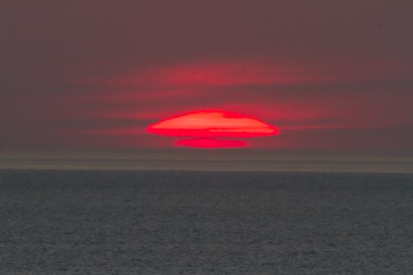 久々の変形する夕日