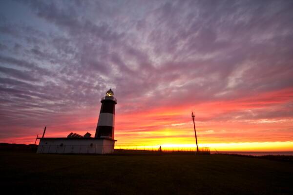 岬の灯台と夕焼けと
