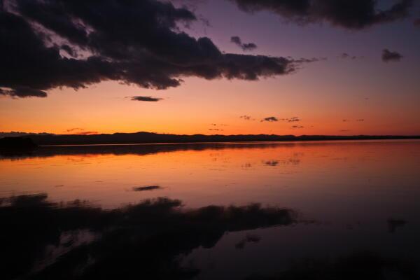 夕映えの湖 ( 網走湖 )