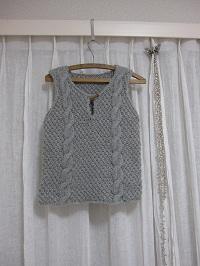 縄編みのベスト