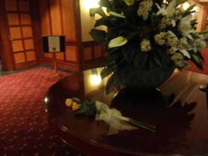 会場正面の花
