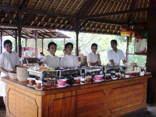 インドネシア ラフティング終了後食事