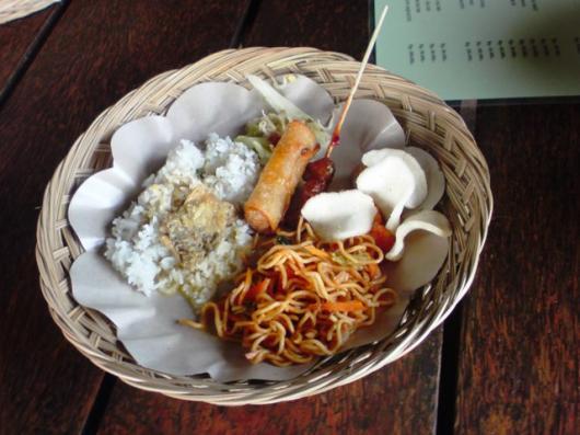 インドネシア ラフティング終了後食事(2)