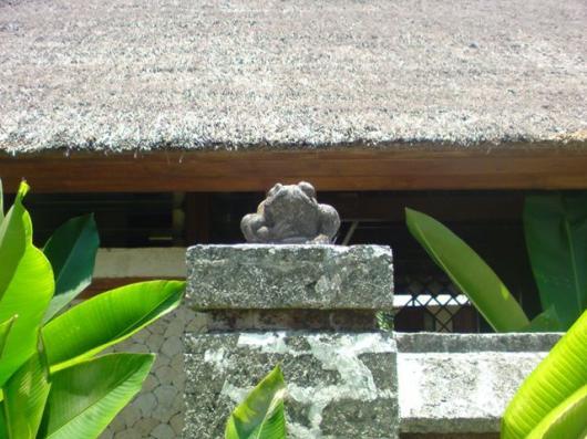 クラブメッド カエル像