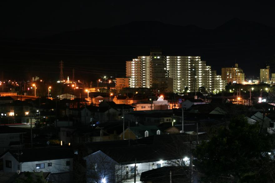 小川町のマンションの夜景