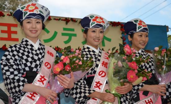 入賞者 芹川香菜子さん(中央)坂本奈津美さん(左)荒巻來美さん(右)