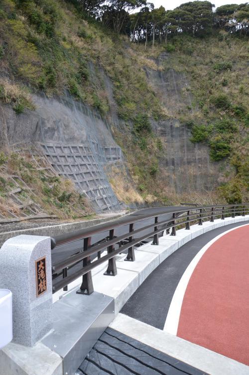 2008/02/04日 筆島上部大滝付近で崩落事故があり仮称五郎川橋工事中は迂回通行を強いられました