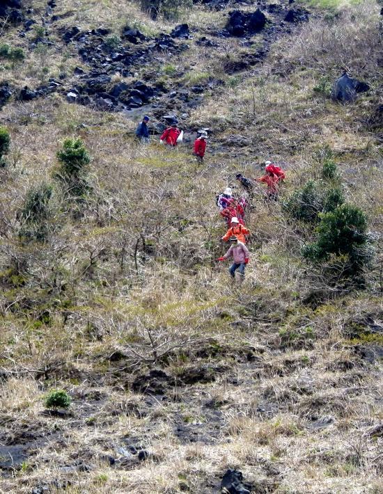 外輪鞍部→カルデラ床へ→三原山頂火口へ直登