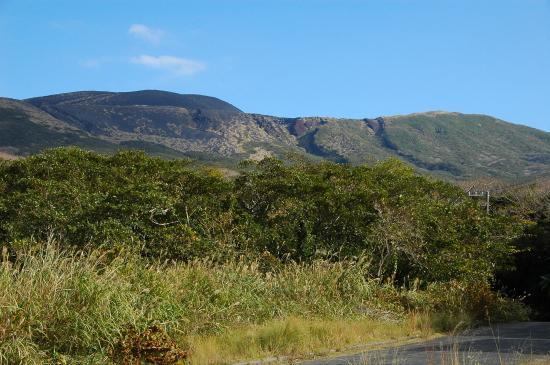赤だれは8Cに噴火したスコリア丘の上に安永溶岩流(1777-78年)が......