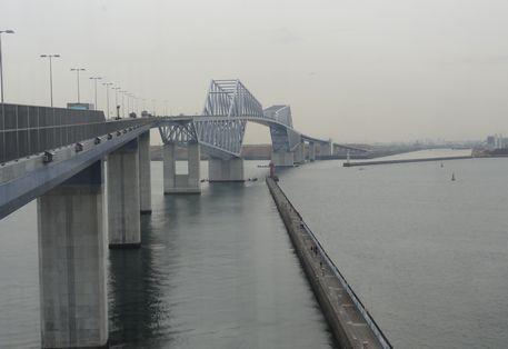 横から橋を見る