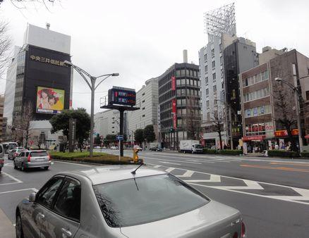 上野広小路へ向かう道