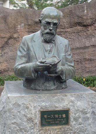 モース博士像