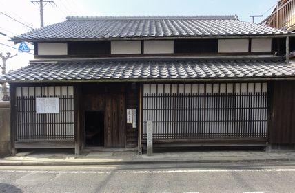 生家の玄関