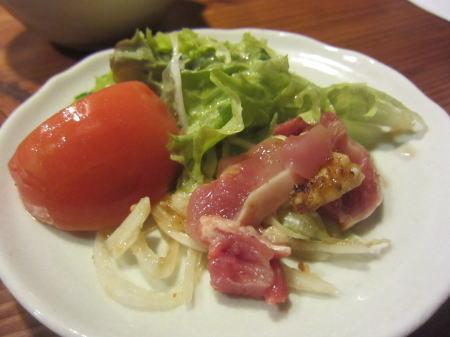 鶏刺しサラダ