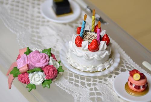 ちょっとぶさいくね。このケーキ。