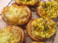 「ハムコーンパン」と「ハムオニオンパン」
